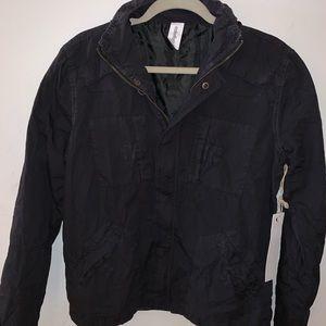 Men's light weight jacket in black zip up